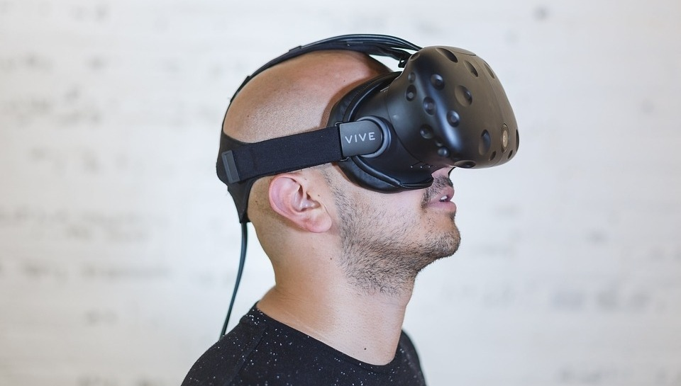 The Implications of Fully Immersive Virtual Reality